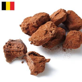 ヴァンデュパール ミルクトリュフ  ¥3,050(+8% ¥3,291)  若干36歳にして、ベルギーのチョコ業界で引っぱりだことなったステファン ヴァンデュパール。  このトリュフはお城の料理人であった祖母から受け継ぎ、彼のセンスで選びぬいた素材で作っています。