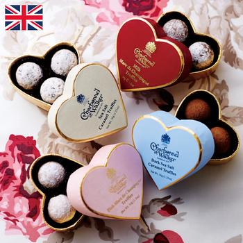 シャルボネル エ ウォーカー ミニハート  ¥4,000(+8% ¥4,316)  創業1875年。イギリスチョコの草分けとして紳士淑女に愛され、現在も英国王室御用達を誇る老舗中の老舗、シャルボネル エ ウォーカー。 その代表作のトリュフには、「毎年楽しみ。1日1個ずつ大事に食べるのが至福の時間!」という声が多いのも納得です。  数々のフレーバーやまあるい形、そして美しいボックスにも英国の気品を香らせ、今年も日本の紳士淑女をときめかせます。