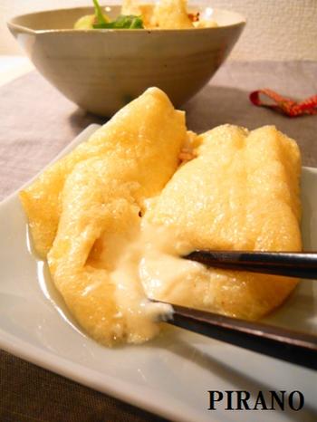 木綿豆腐を使ったホワイトソースを、お揚げに詰めてつくる巾着レシピ。 お揚げのなかからとろっとクリーミーなソースが溢れだします。