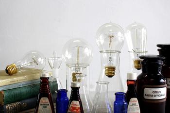 フィラメントや電球のデザインはこんなに豊富。サイズもS,Lとあり、取り付ける照明のデザインに合わせて使い分けることが出来ます。