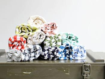 ブランド名である「maillot(マイヨ)」は、フランス語で「シャツ」という意味。  カットソーやシャツなどを中心に、ベーシックで着心地のいいアイテムを展開しています。  年中着られるアイテムが多いので、一年を通して人気なのだそうです。