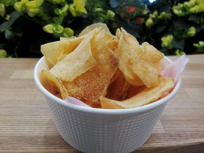 こちらは薄切りのポテトチップス。