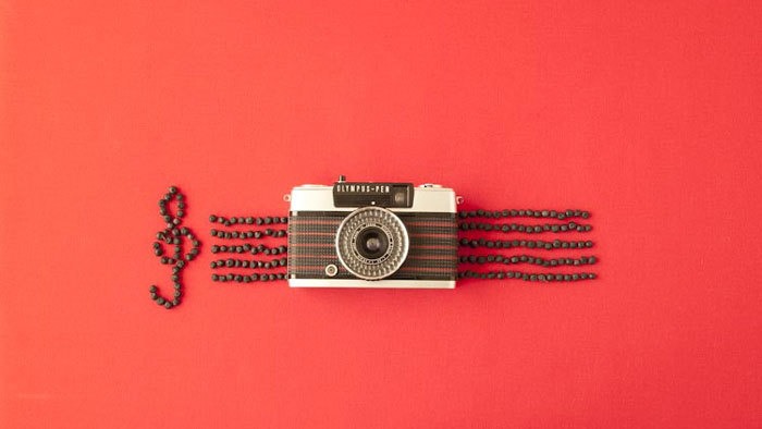 もともとのカメラデザインもレトロで良いですが、そこに宇津木さんのセンスが加わり、さらにデザイン性の高いものへ。 写真家としても活動する宇津木さんだからこそ、さらにカメラの魅力を引き出せるのかもしれませんね。