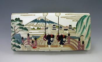 東海道五十三次の浮世絵のような長財布「日本橋 束入れ」。創業当時からあった古い柄だそうです。