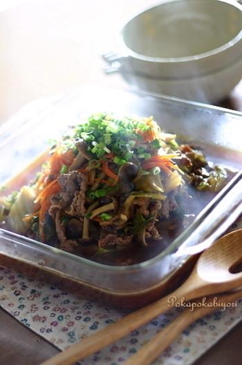 白菜と牛肉を甘辛く煮た、日本人なら誰もが好きな味。濃いめの味付けなのでご飯が進みます。和え物にしたり、麺にトッピングしたり、いろいろアレンジもできそうですね。