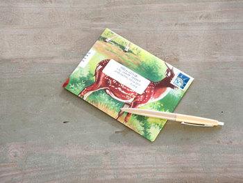 古本などを読まなくなった本を再利用した封筒です。 好きなデザインの紙さえ見つかれば作れるので簡単です。