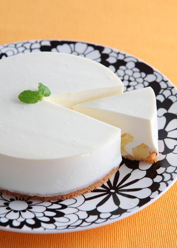 とっても簡単なタルト生地の作り方も参考になります。 ココナッツとパインを使った、南国風のチーズケーキです☆