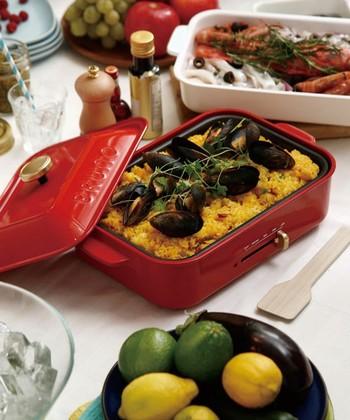 鋳物ホーローをイメージしたホットプレートです。 2~3人分のお料理にぴったりなサイズで、日常使いからパーティーまで大活躍!
