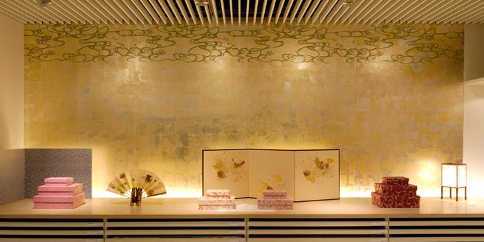 「東京松屋」のショールームでは、ふすまや衝立に使われていた『からかみ』を美術館のようにじっくりと見ることができます。