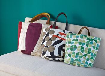 お気に入りのテキスタイルを選んだら、持ち手・裏地・サイズをセレクトしてトートバッグも作りませんか?♪ バッグなら大好きなテキスタイルと毎日一緒に過ごすことができますね☆