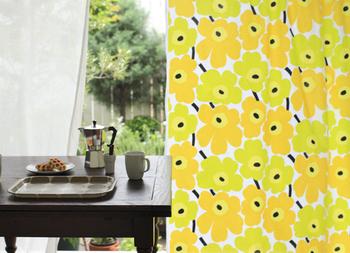 大好きなマリメッコのテキスタイルでオーダーカーテンも作れます。 ヒダや幅丈、裏地もセレクトできるから、世界で一つだけの大切なカーテンを手に入れることができます。