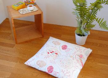 日本のお家には欠かせない座布団カバー。なかなかかわいい座布団カバーに出会うこともないけれど、FIQならお気に入りのテキスタイルで作れます♪ クッションカバーとお揃いにして、毎日の生活に座布団を復活させてみませんか?