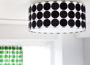 素敵すぎるシーリングライトもテキスタイルをセレクトしてお部屋の主役に! 職人さんがひとつひとつ仕上げてくれるから、とっても楽しみ♪ 灯りがついていないときでもお部屋を暖かく見守ってくれそうです。