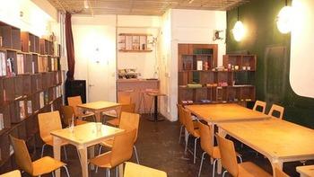 店内は結構広々。毎月日替わり店主のスケジュールが出ているので調べて興味のある日に行ったり、行きたいなという日がどんなお店に変化しているかワクワク出来てしまう不思議なカフェです。