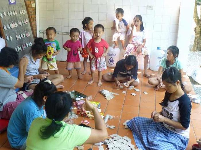 忙しくなると、ホームの子どもたちが札つけなどを手伝ってくれることもあるのだそう。お姉さんチームが頑張ってくれていますね!