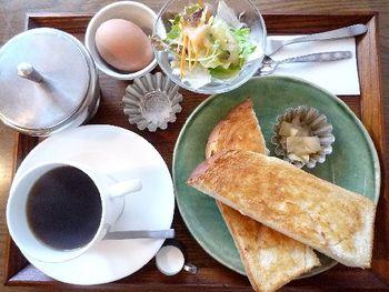 9時から18時までの営業で、なんとモーニングも楽しめます。ちょっと早起きをしておしゃれでレトロな喫茶店で朝食を楽しんだら、素敵な一日が始まりそう。