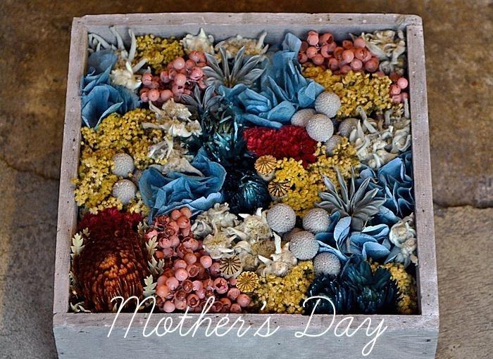 プリザーブドフラワーによる「BOX」は、日光と湿気を避けることによって、半永久的に保存できます。画像は「Mother's Day gift box」。