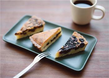 幅26センチの「rectangle plate」はケーキを並べてみても◎