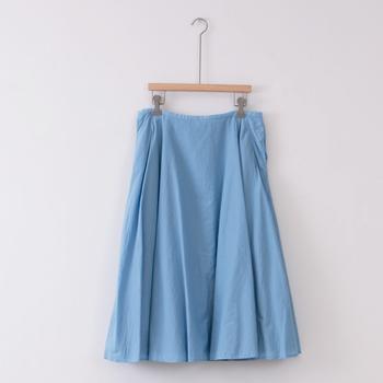 着る度にしなやかさや滑らかさが増す、ペルーコットンを使用したフレアスカート。