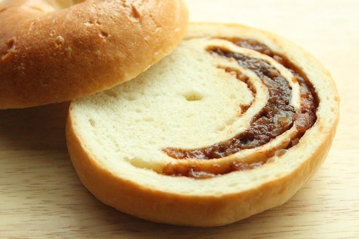外はフランスパンのようにカリッと、なかはムチっとした独特の食感がやみつきになってしまいます。ちなみに、店名の「ポムドテール」は、フランス語でジャガイモの意味。だけどお店のロゴはリンゴです。
