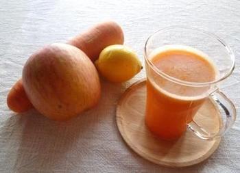 ポリフェノール、ビタミンなど、にんじん&りんごには美肌に必要な栄養素がいっぱい!りんごのさわやかな香りが臭みを消してくれるので、にんじんが苦手な方にもおすすめです。