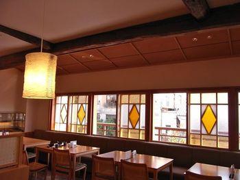 スイーツだけでなく、お店が始祖と言われる栗おこわを中心とした定食などもいただけます。