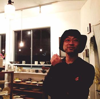 あわびウェアを手がける、アーティストの岡本純一さん。 ご自身も淡路島のご出身です。