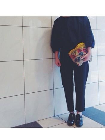 パフスリーブのラインが、黒をも甘く見せてくれます。 ミナ・ペルホネンのバッグが、とってもいいアクセント。