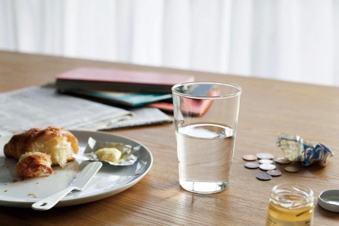 最大の特徴と言えるのが、厚みのある耐熱ガラス。 そのため、軽いけれど割れにくい、熱湯や電子レンジでも使うことのできる、便利なグラスが出来上がりました。