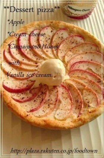 リンゴの酸味とアイスの甘さが絶妙なご馳走デザートピザ。 甘さを調整できるのも嬉しいですね。