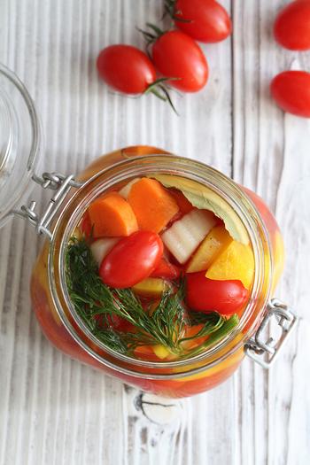 食卓やお弁当が一気に華やかになるいろいろ野菜のピクルス。おもてなしにもぴったりの一品です。