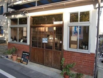 善光寺の西側、本堂から650mにある湯福神社の前というロケーション。こちらも古民家をリノベーションしたお店です。
