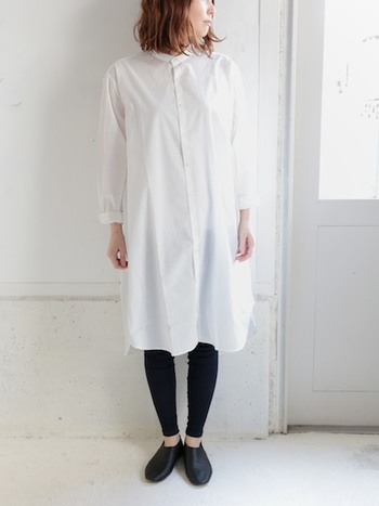 ベーシックなデザインだから、着やすくて使いやすい。 その上、アレンジもきくシャツワンピースは一枚あるととっても便利ですよね。