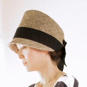 リボンの飾りがついた麦わら帽子です。涼しげでこれからの季節にぴったりじゃないでしょうか!