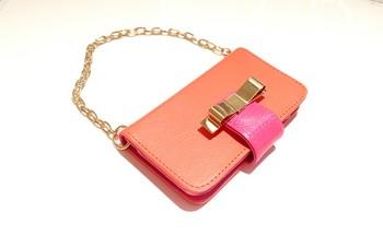 カラフルなレザーミニバッグ風のiPhoneケースです。スマホの他に財布やちょっとした小物を入れるのにも適しています!