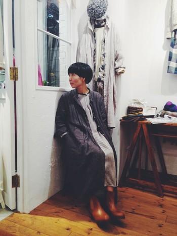 シャツワンピースは、スプリングコートとしても大活躍。 羽織るだけでナチュラルな雰囲気を演出してくれる、うれしいアイテムです。