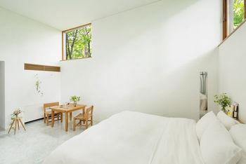 現在予約を開始しているフルールステイでは、春の便りがお部屋に届けられます。春が来た喜びを軽井沢の自然と一緒に感じる休日を過ごしませんか。
