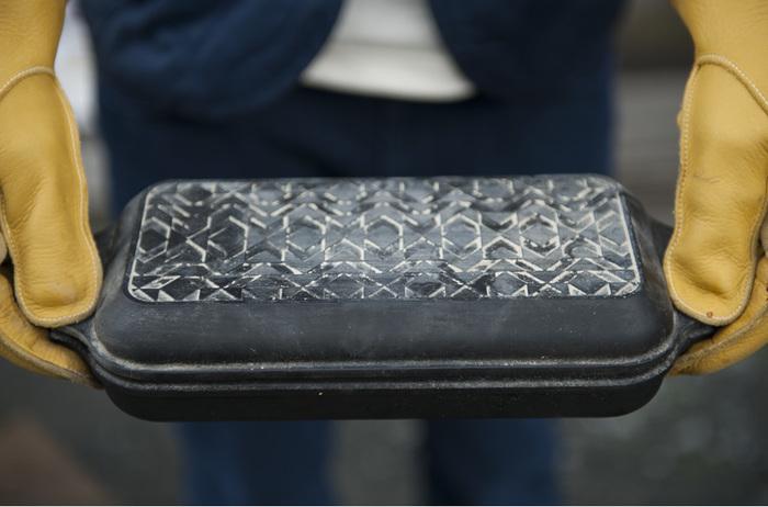 パターン柄だと炭をのせた後の灰で柄が浮き出るのがまた粋でおしゃれな雰囲気です。