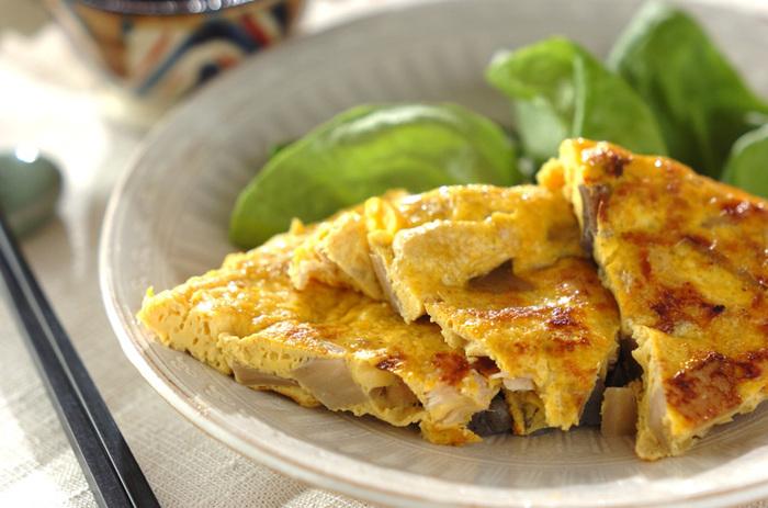 筑前煮も入れてしまいましょう!野菜たっぷりで栄養価も高く、ボリューム満点の卵焼きが出来上がります。