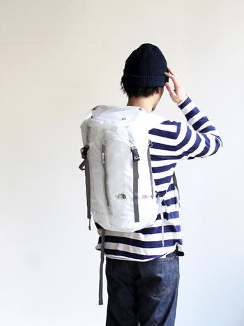 定番のバッグパックをベースに素材とデザインをカスタマイズした「Light Weight Tellus(ライトウェイトテルス)」。ホワイトとネイビーにカラーを限定した、ベーシックなアイテムです。