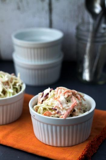キャベツを使ったお手軽サラダと言えば、真っ先に思いつくのが「コールスロー」ですよね。甘い春キャベツとクリーミーなドレッシングで、いくらでも食べ続けられそう♪