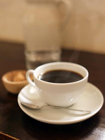 もちろんゆっくりとコーヒーを飲むこともできます。 散歩途中の立ち寄り店としていかがでしょうか?