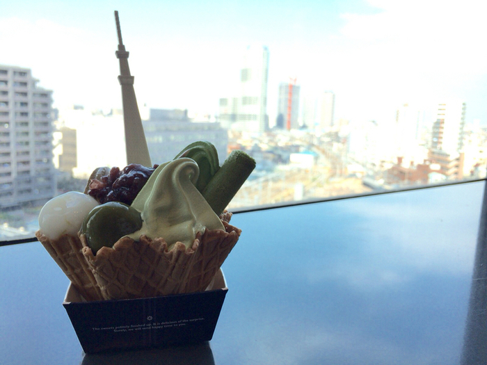 下町を見下ろしながら眺めのいい席で食べれば、気分は最高!東京観光の思い出にぜひどうぞ。