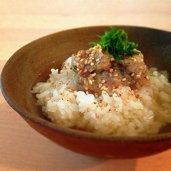 """新鮮なあじの刺身を使った""""なめろうだし茶漬け""""。静岡や千葉では「まご茶漬け」という名でも親しまれています。"""