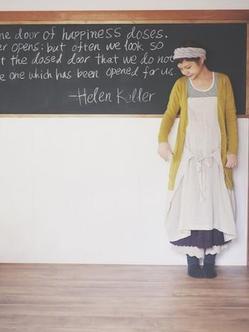 ワンピースの下にスカートやペチコートを履けば、ボリュームのあるナチュラルなスタイルに。