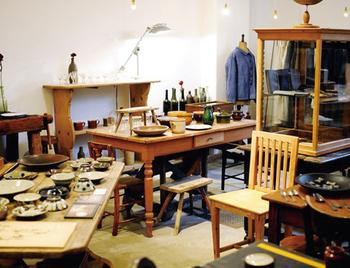 オーナーはアンティーク家具の修理やバイヤーをしていたという和田さん。 前職を活かし、いまお家で大切に使っている家具の修理についても、相談に乗ってくれるのだそう。