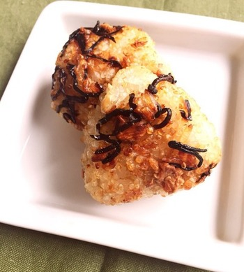 昆布おにぎりを焼くのは、ちょっと思いつかなかったです!塩昆布のしょっぱさが、焼きおにぎりにマッチしそうですね!
