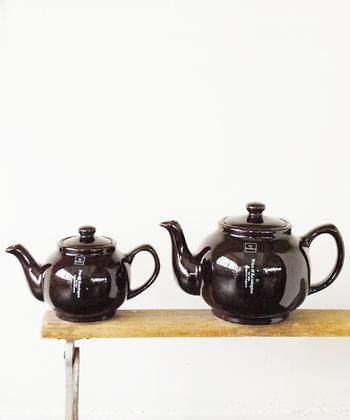 """""""Brown Betty Teapot"""" イギリスの伝統的なティーポット。深い色合いは美しく、素敵なティータイムを過ごせそうです。"""
