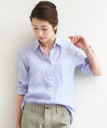 リネンシャツは、大人のこなれスタイルの定番アイテム!
