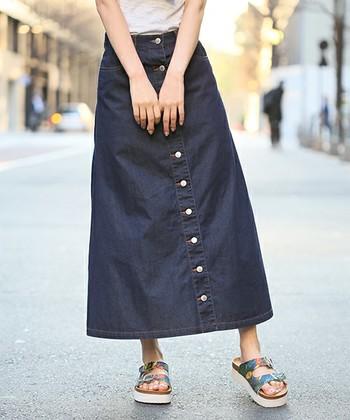 ベーシックなイメージでありながら存在感のあるデザイン!シンプルなトップスと合わせても印象的な着こなしに仕上がります。